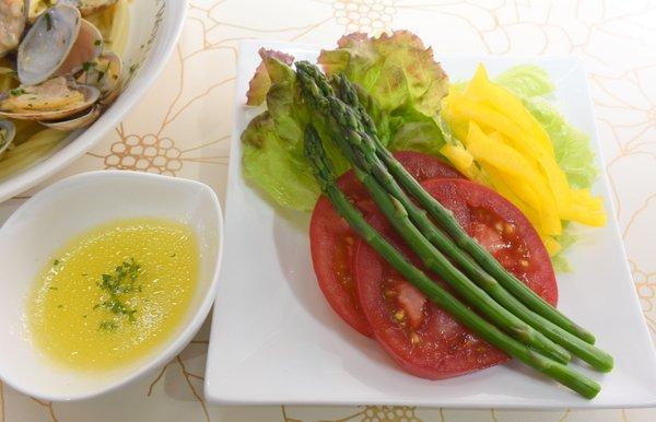 野菜サラダと自家製ドレッシング