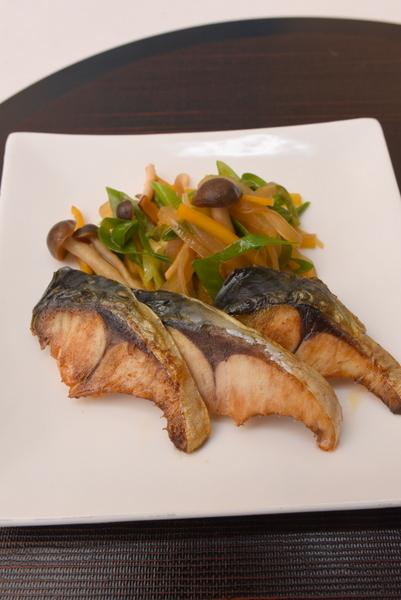 塩鯖の野菜添え