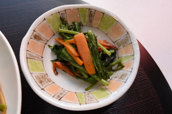 春菊とにんじんの炒め物