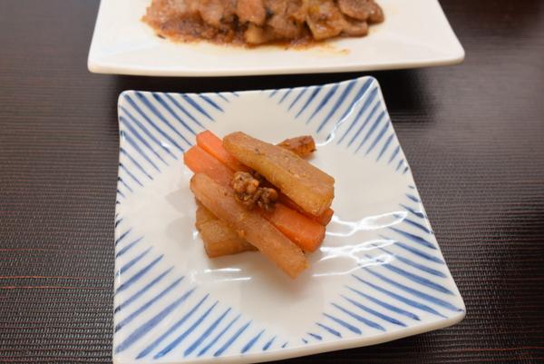 蕎麦味噌で大根炒め